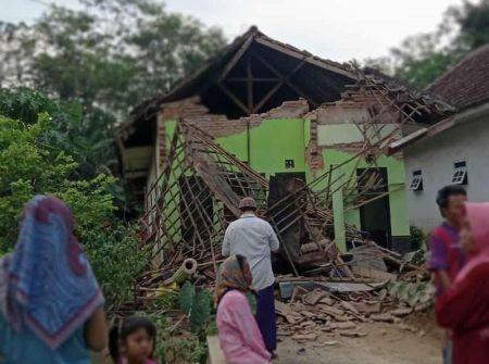 5.9 Earthquake Hits Indonesia's Java Island, Seven Killed
