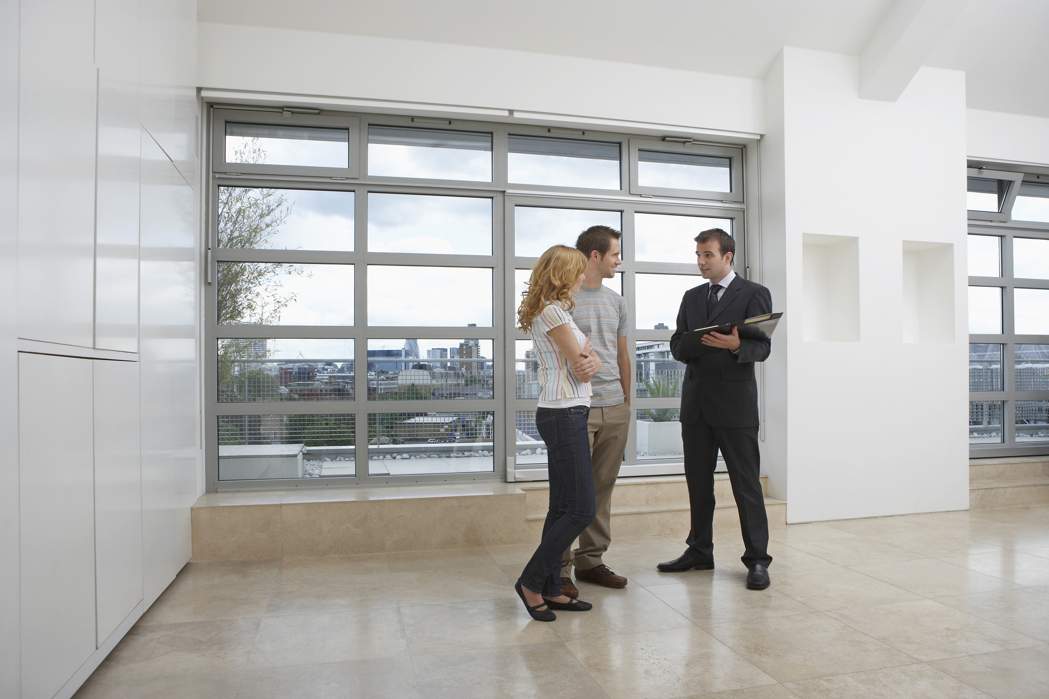 How to Think Like a Luxury Real Estate Agent When Selling