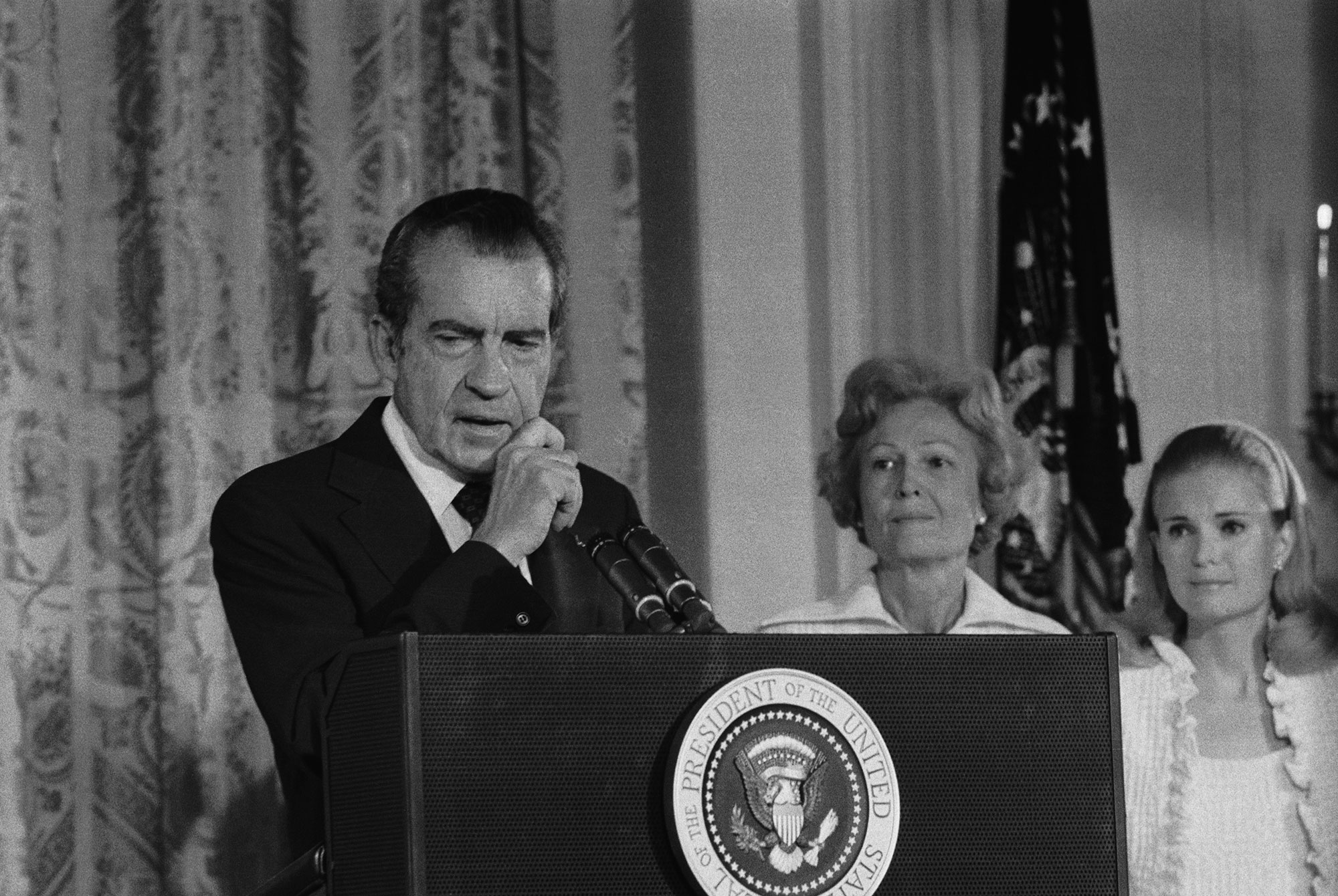 https://i0.wp.com/media.beam.usnews.com/e5/5e/1376aafa4761a4486958a744b9ee/140807-nixon1-editorial.jpg