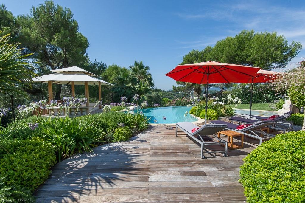 Shooting photos immobilier de villa / maison - patio jardin