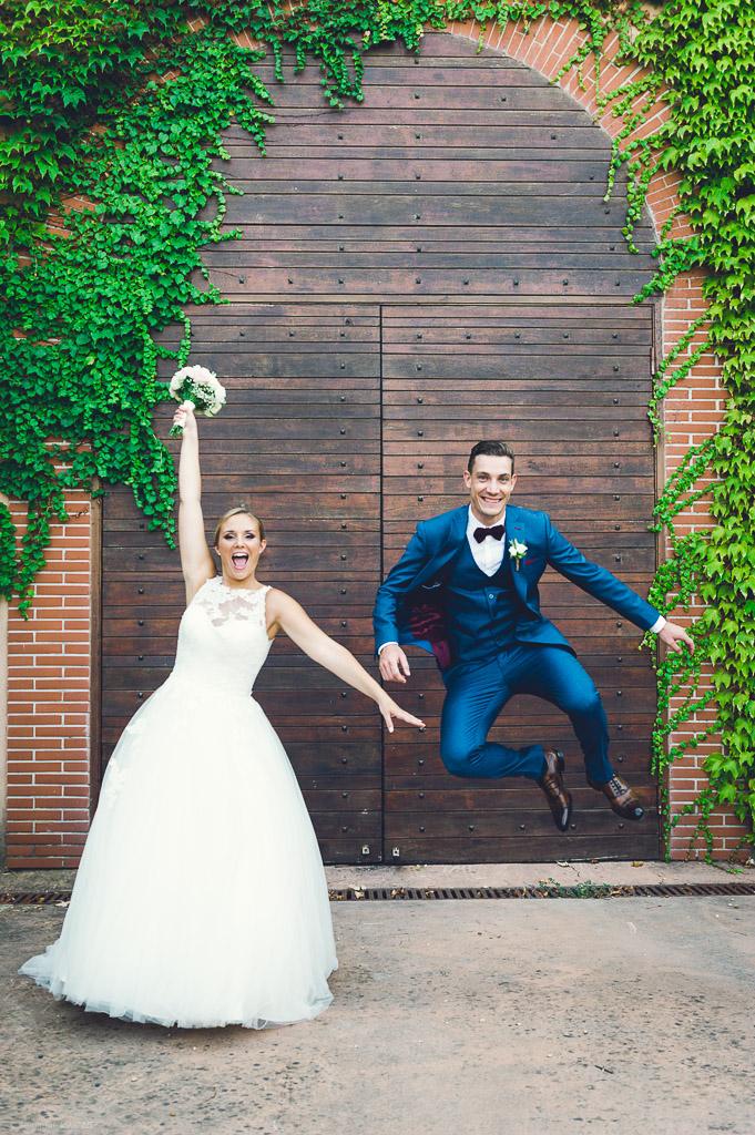Les mariés heureux au château Sainte Roseline