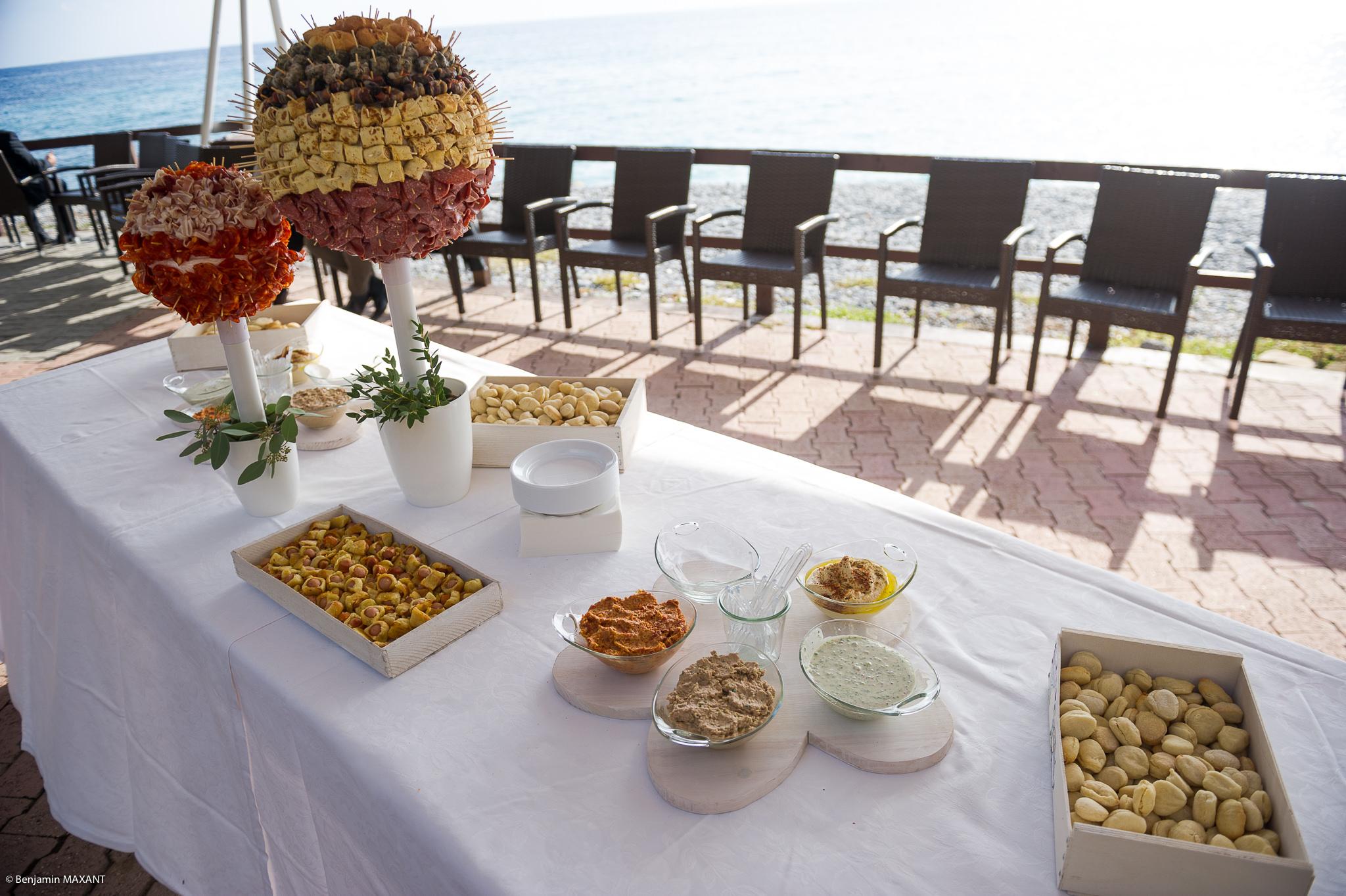 Petits fours, gâteaux et fromage pour le vin d'honneur du  mariage à Vintimille