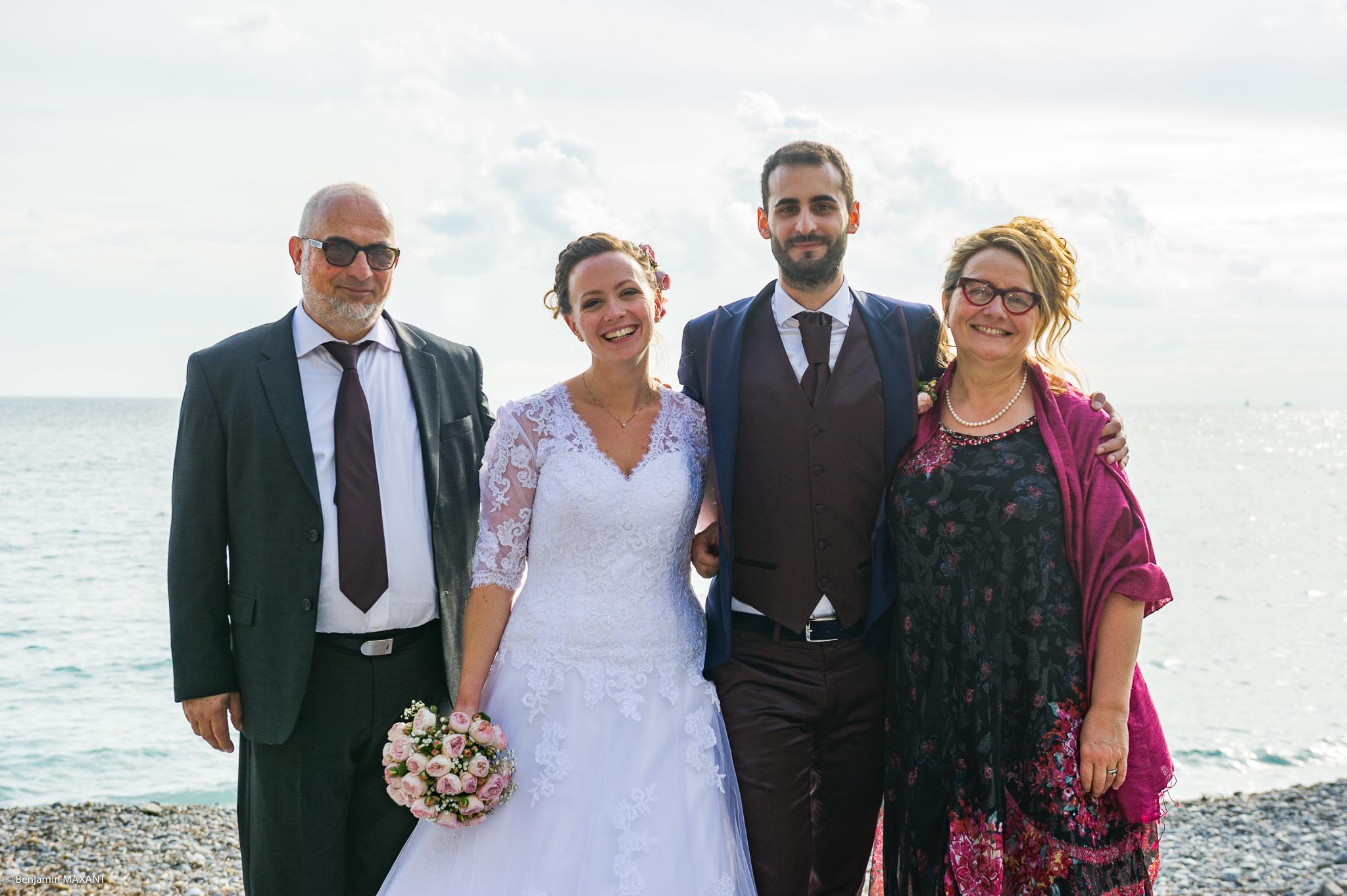Photo de groupe du mariage de Valentine et Nicholas à Vintimille