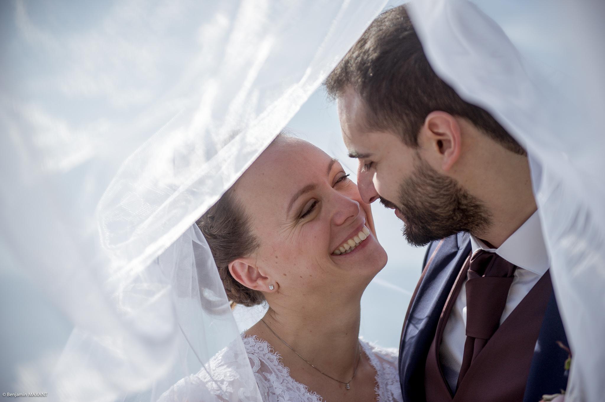Mariage Valentine Nicholas à Menton - séance photo mariés - cachés sous le voile