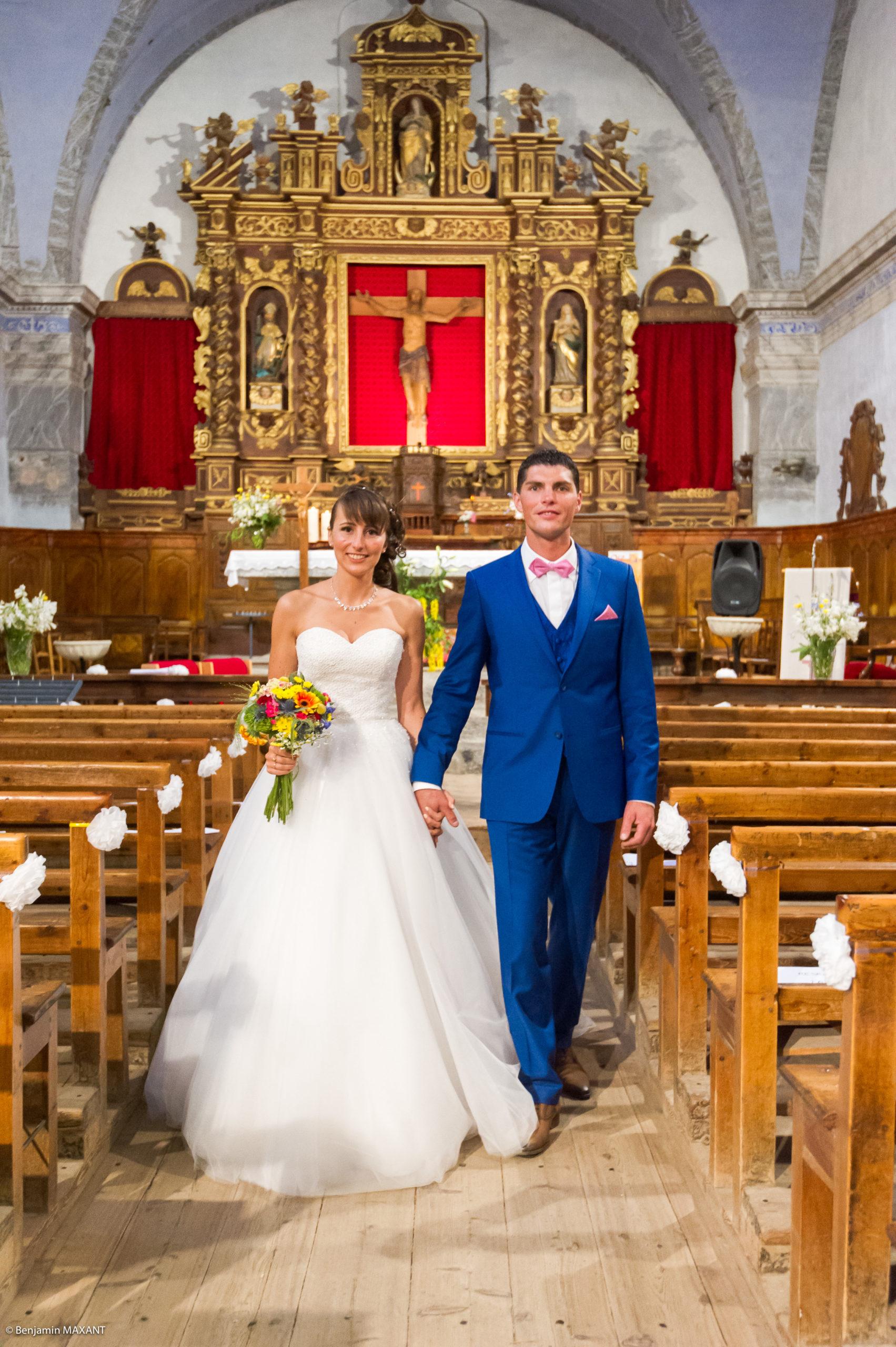La sortie de l'église de Saint Véran