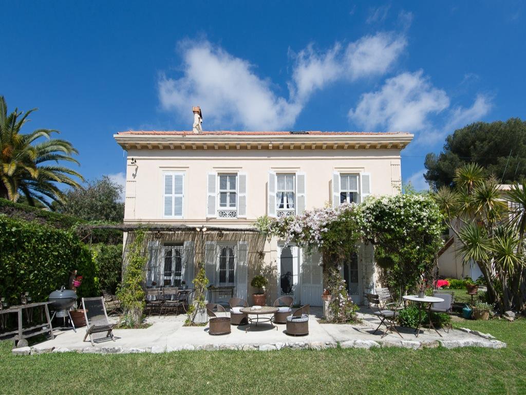Shooting photos immobilier de villa / maison - vue sur la villa au Cap d'Antibes