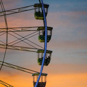 Photo grande roue de Nice avec coucher de soleil