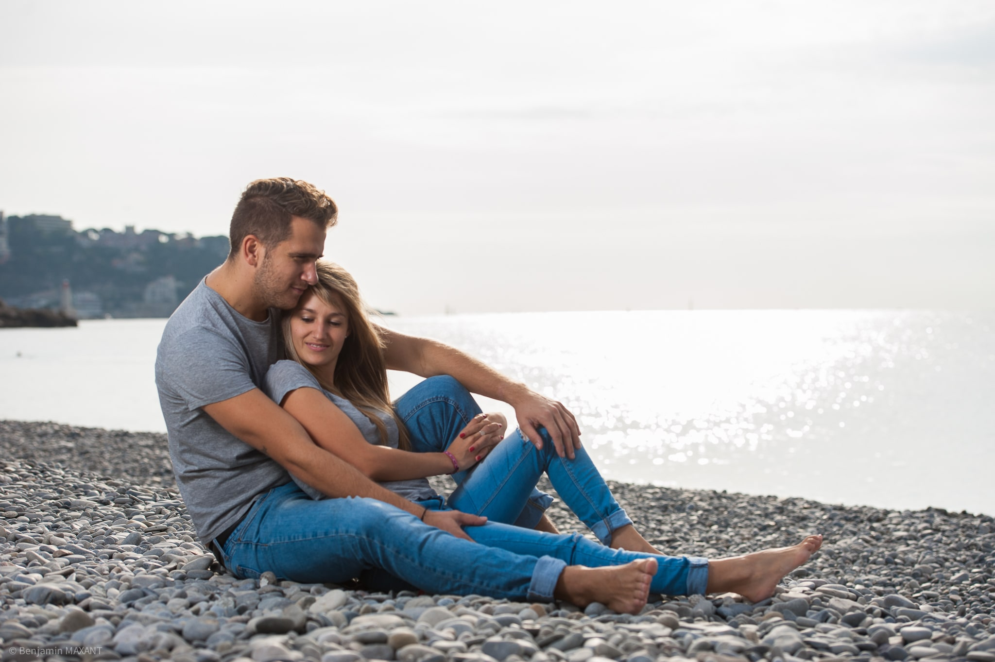 Couple photo shoot by the sea on Nice