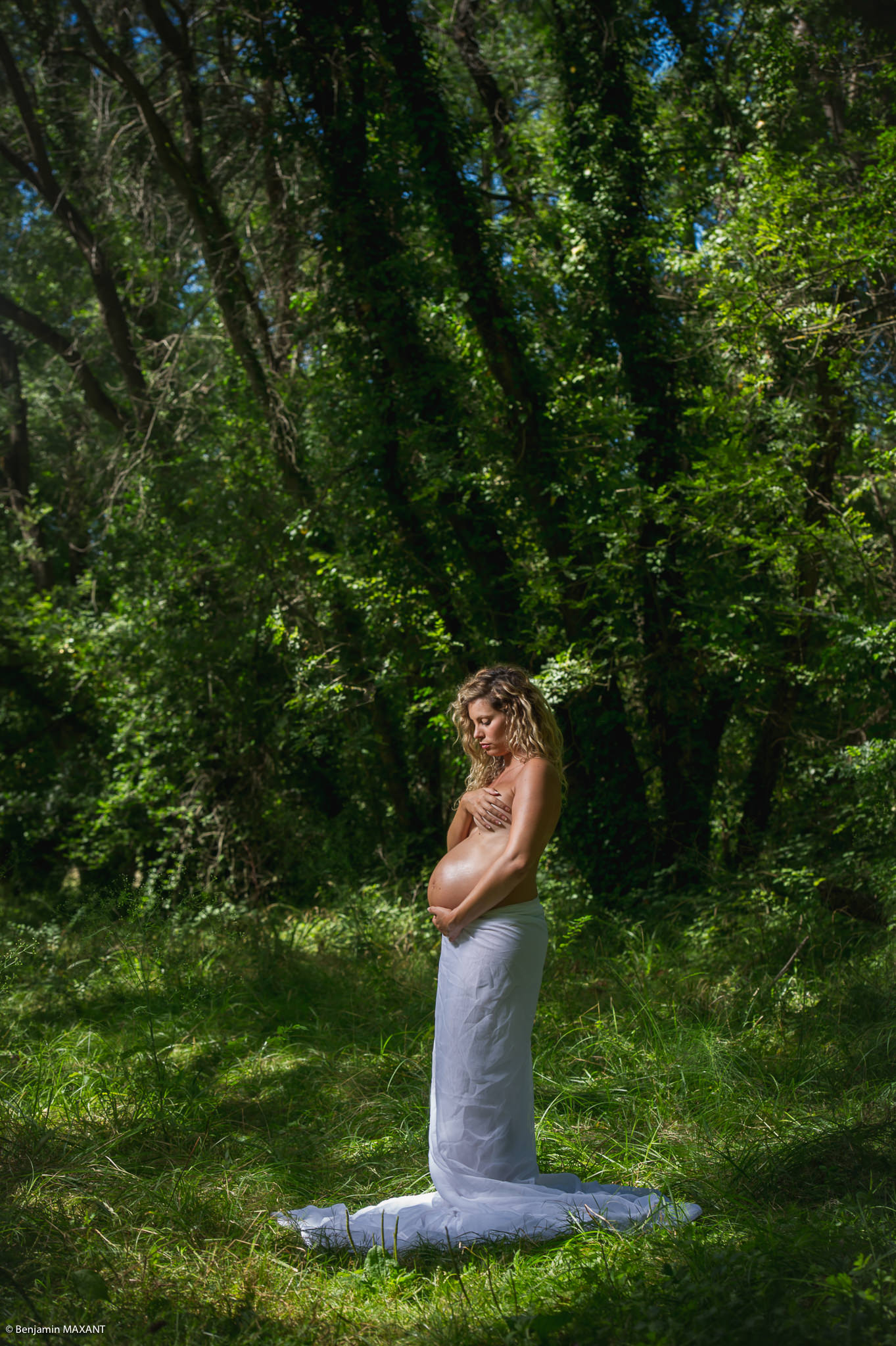 Pregnancy photo shoot naked white veil forest