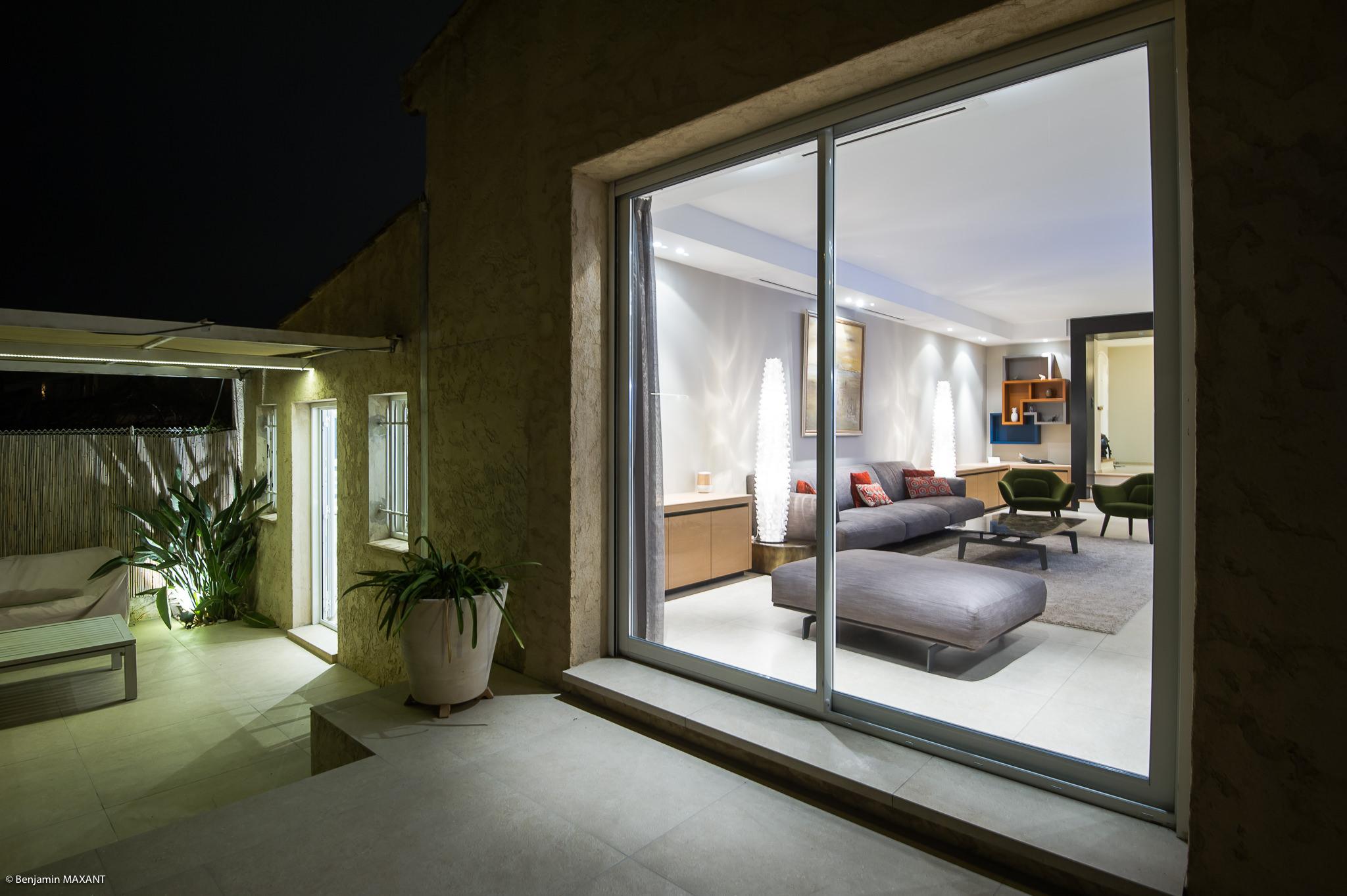 Shooting photo immobilier Côte d'Azur - vue extérieure de nuit