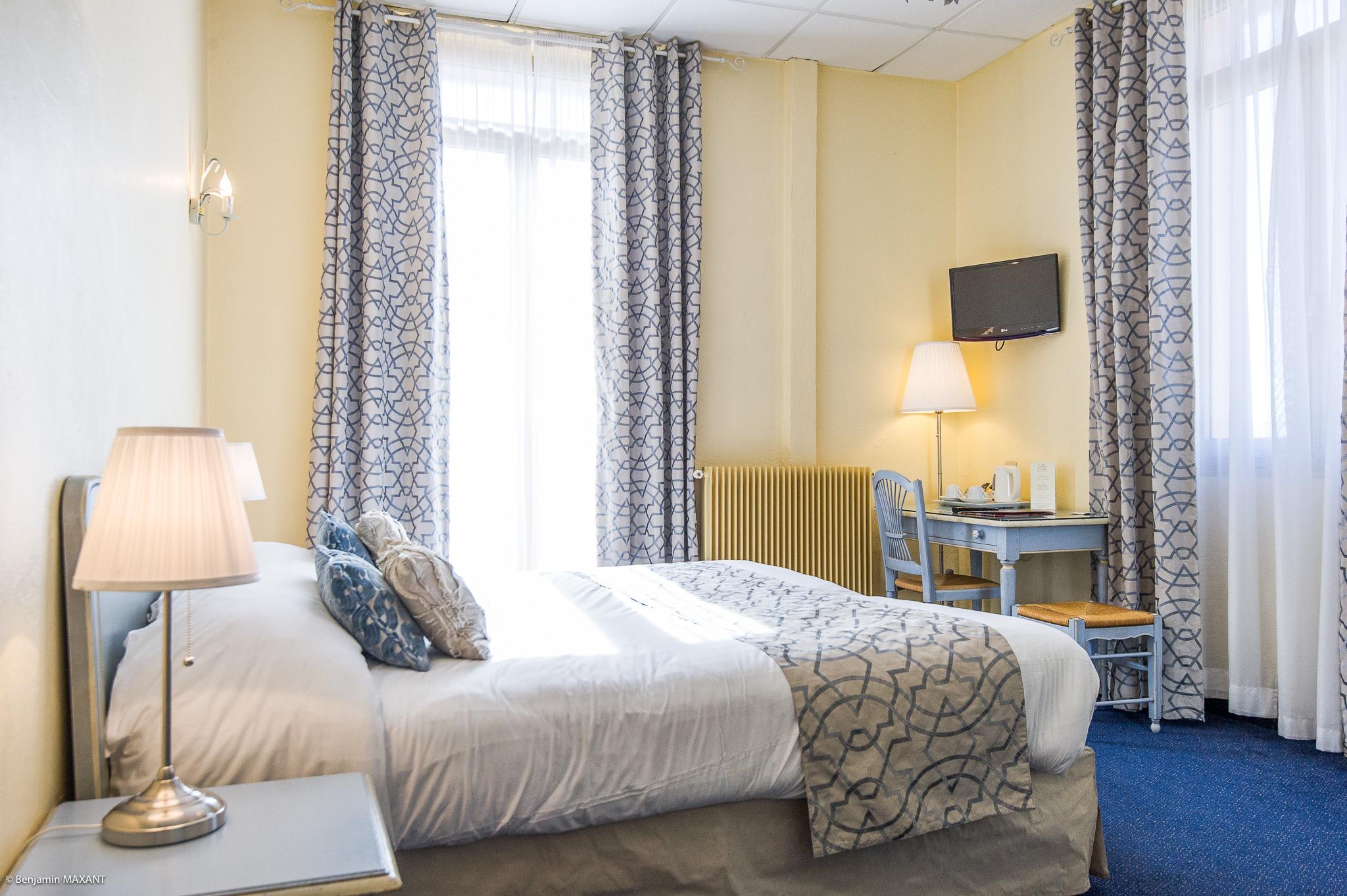 reportage photo immobilier de l'Hôtel lLes Orangers à Cannes - autre chambre double