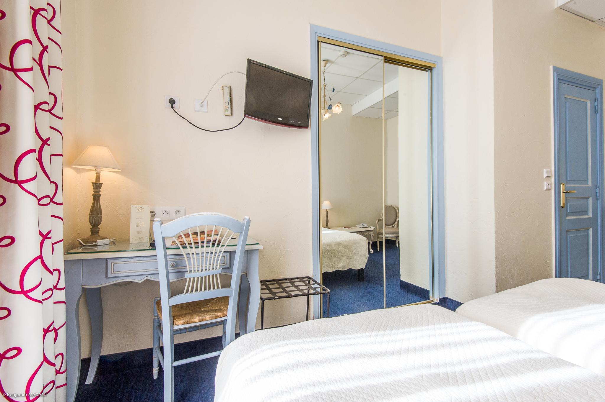 Reportage photo immobilier de l'Hôtel Les Orangers à Cannes - chambre twin
