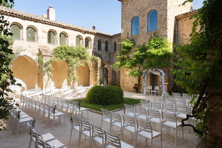 Le fameux cloître / patio du Château Sainte Roseline