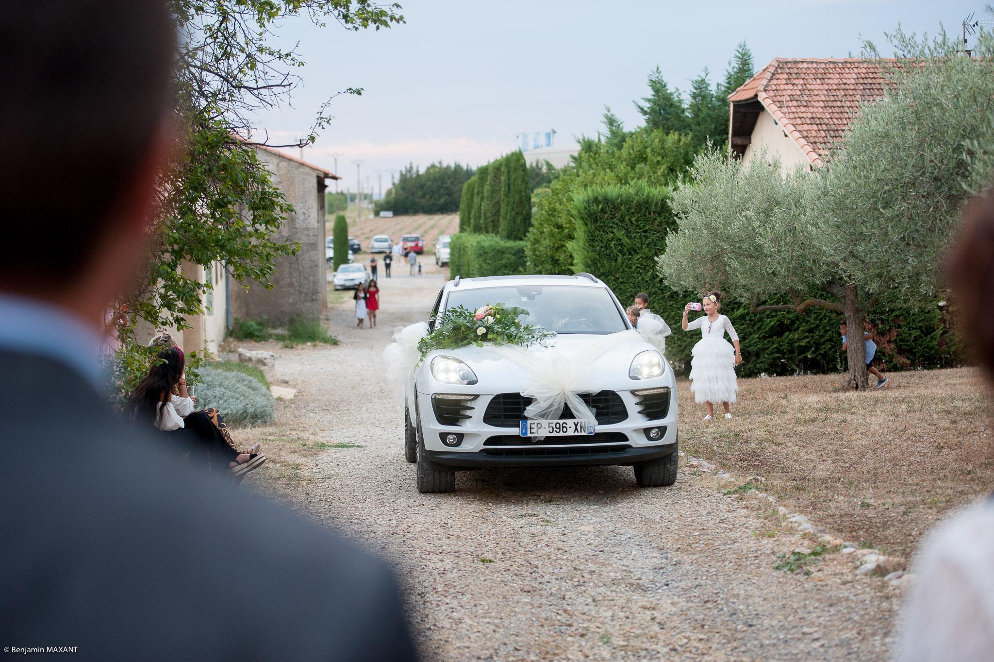 Arrivée des mariés au Grand Logisson à Brunet