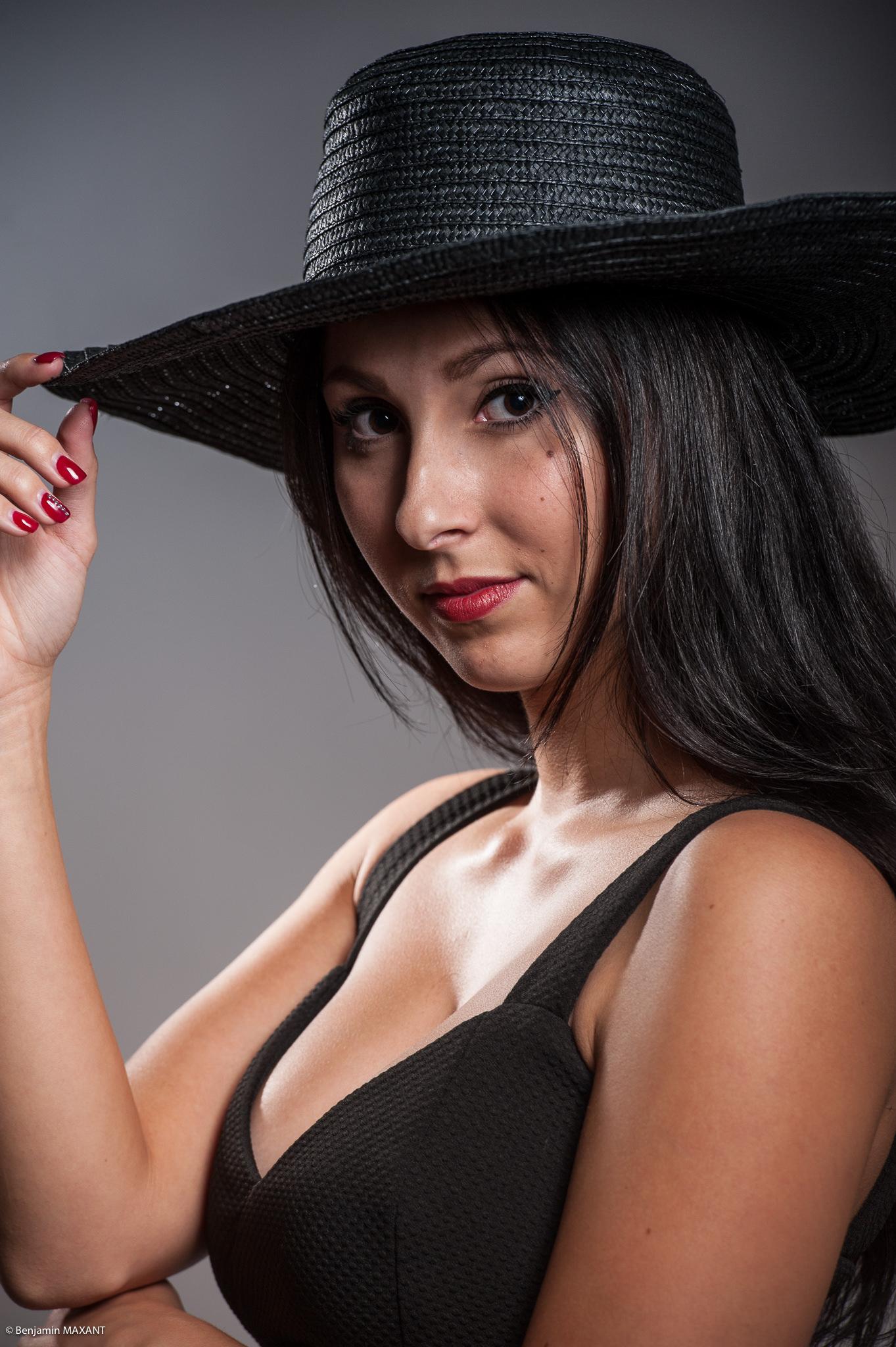 Séance photo studio glamour sexy à Nice avec Karine