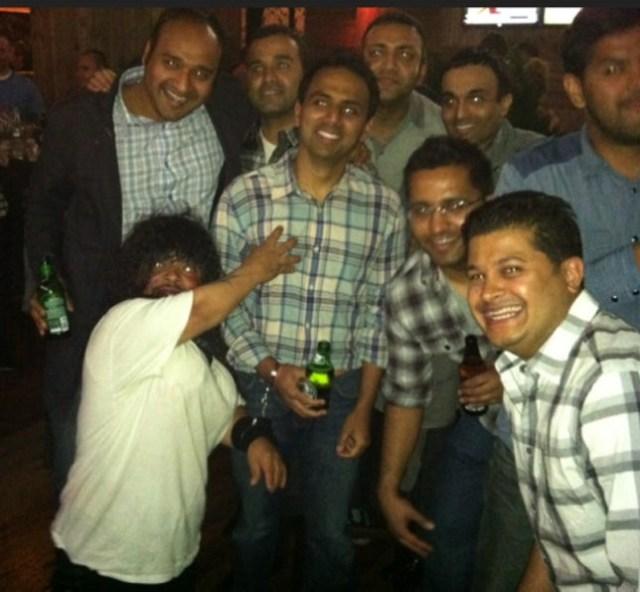 Con estos amigos... | Barstool Sports