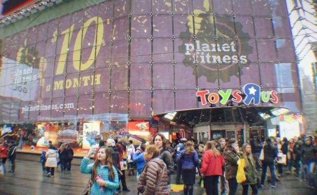 Toys R Us Closing Its Times Square Megastore Today
