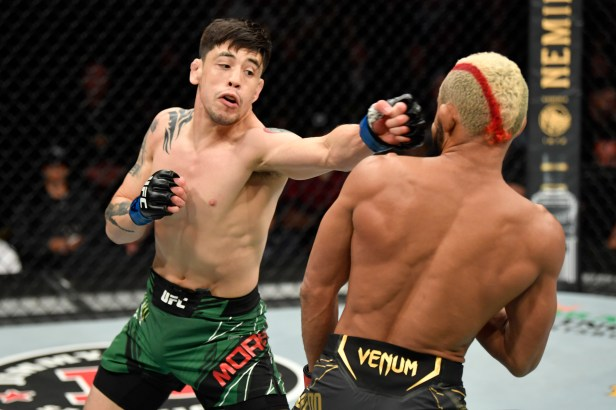 Brandon Moreno Wins UFC Flyweight Title, Becomes 1st Mexican-Born Champion  | Bleacher Report | Latest News, Videos and Highlights