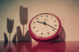 Tiden bleknar våra minnen, en del blir kvar som skuggor i ljuset. - av Margareta