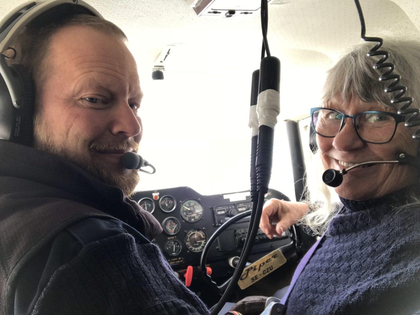 Med denna bild vill jag spegla mig själv som den äventyrliga person jag är - alltid beredd att vara med på äventyr och utmana mig själv på sådant som är nytt för mig. I exemplet flyger jag med en erfaren pilot i Kebnekaise-fjällen vintertid.
