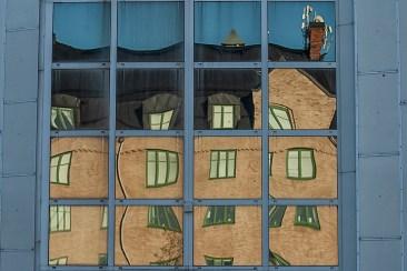 Husreflektion i glaset