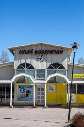 Gult - Luleå Busstation - av Eva