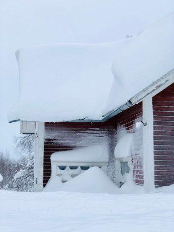 24 januari - Jag har aldrig sett så mycket snö i Åträsk förut! Av Ewa.