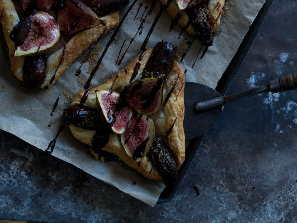 Fig and date tart