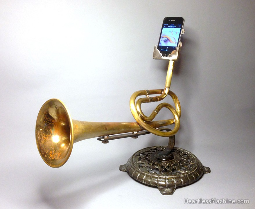 This Day in Blogging History: Brass instrument phone-amps; Equation that crashed the global economy; Mojitos at the Tokyo Trader Vic's