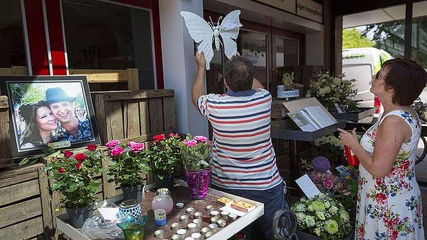 Mourners outside the shop where one of the Malaysia Airlines crash victims used to work. Photo: Reuters.