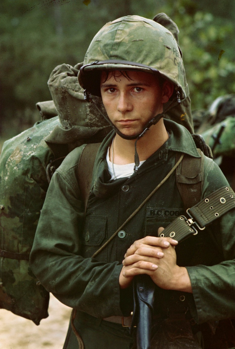A U.S. Marine landing at Da Nang, Vietnam, 1965.   REUTERS/Courtesy U.S. National Archives - RTX1AW3N