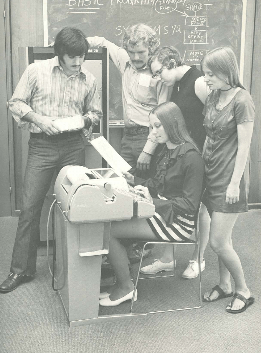 Vintage Photos of Mini-skirts Behind Computers (4)