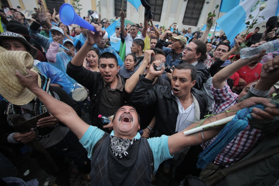 Guatemalan citizens in the streets expressing joy in the moment President Perez Molina was stripped of immunity. PHOTO: CARLOS SEBASTIÁN