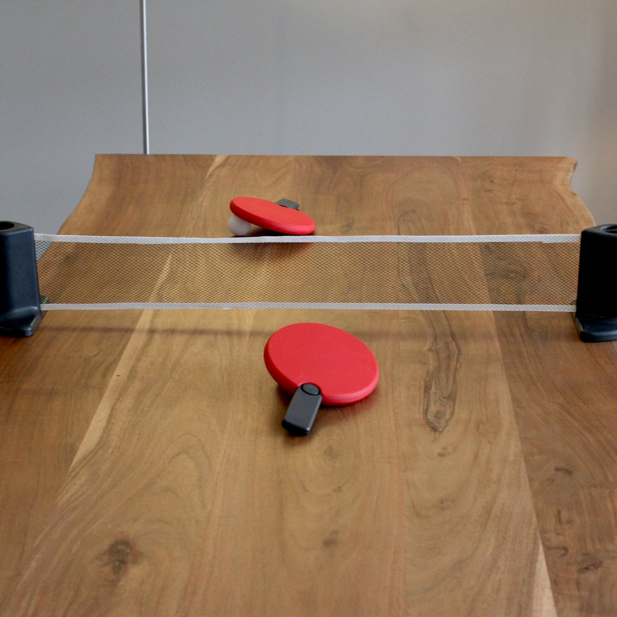 Portable Play Table : This pongo portable set lets you play ping pong on any