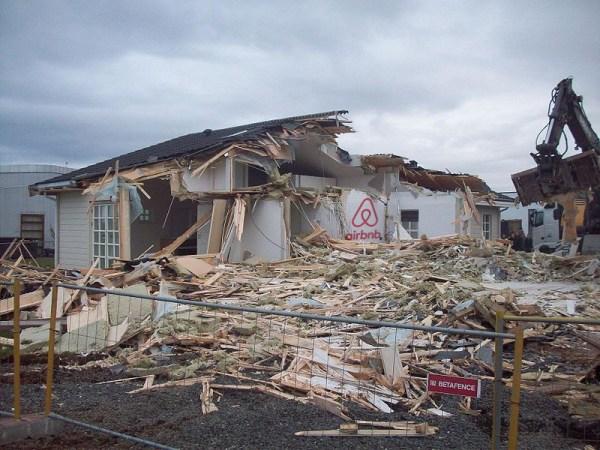 800px-Demolished_house_Alftanes_3