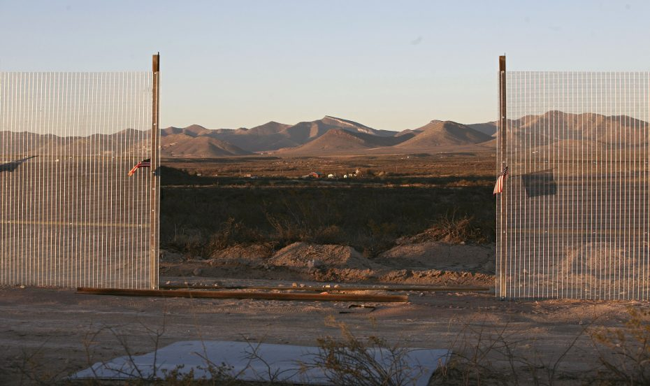 A fence being built by the Minuteman Civil Defense Corps is seen near the U.S. and Mexican border near Naco, Arizona December 6, 2006. In the background is a ranch in the U.S. REUTERS