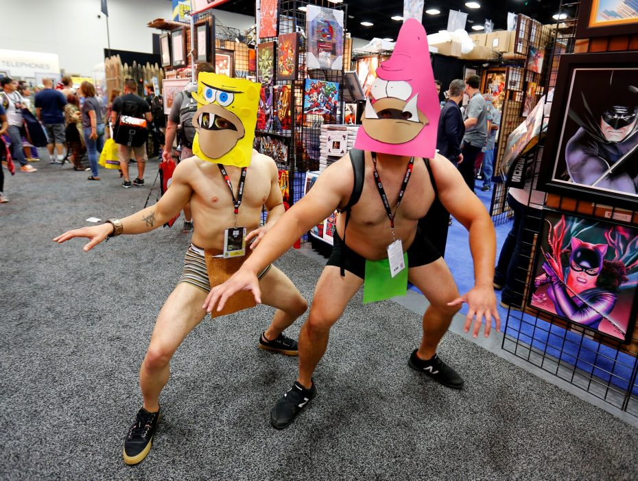 Costumed attendees wearing SpongeBob SquarePants character masks pose on the convention floor during opening day of the annual Comic-Con International in San Diego, California, United States July 21, 2016.    REUTERS/Mike Blake - RTSJ3KU