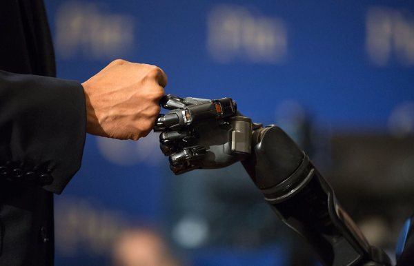 Obama's robot fist-bump photo has a great back story