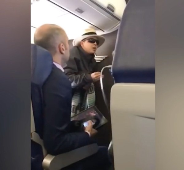 Watch: Cigarette addict caught smoking in plane bathroom threatens to kill everyone on board