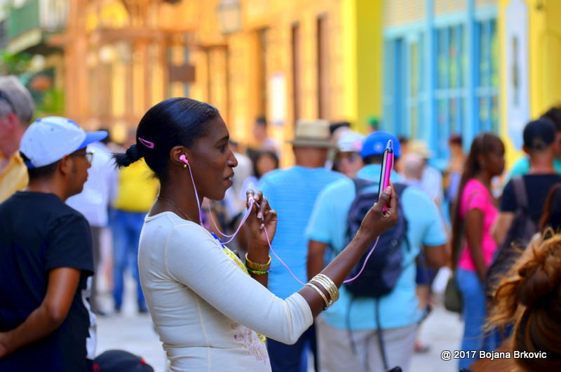 Inside Cuba's massive, weekly, human-curated sneakernet