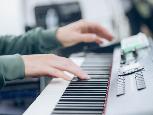 Learn piano the fun way with this new, hands-on method ...