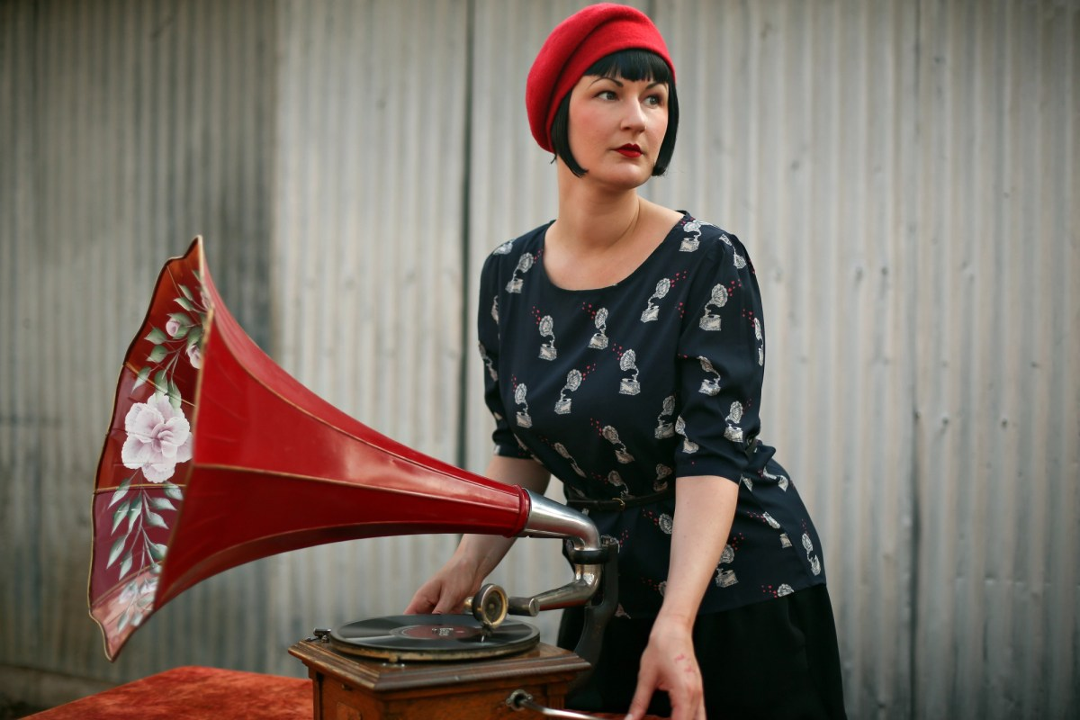 Amelia Foxtrot is an olde tyme-y DJ who spins on antique phonographs