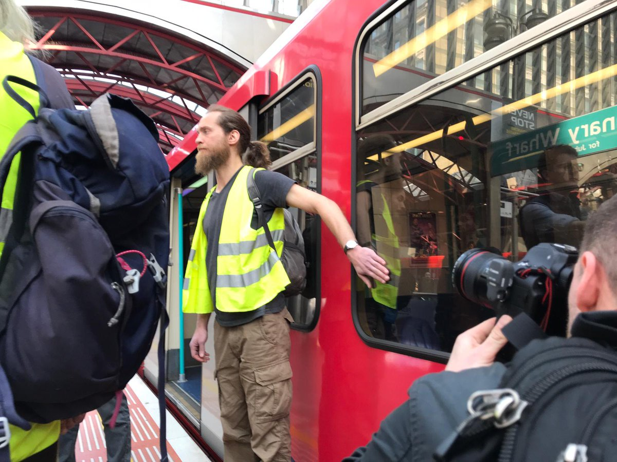 London cops switch off wifi in the tube to make it harder for climate protesters to organise