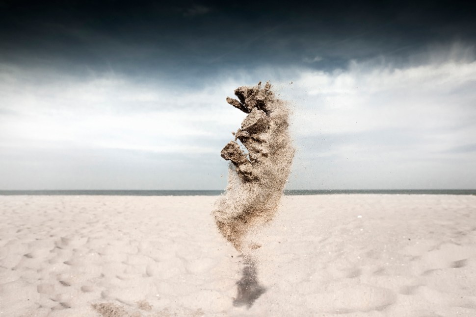 """Image o fa """"sand creature"""" created by the photographer Claire Droppert"""