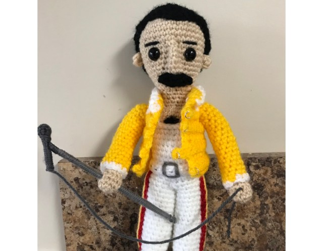 Amigurumi Freddie Mercury of Queen, a free pattern you can crochet yourself