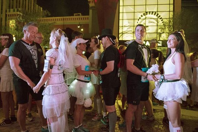 The Las Vegas marathon featured a run through wedding - Boing Boing