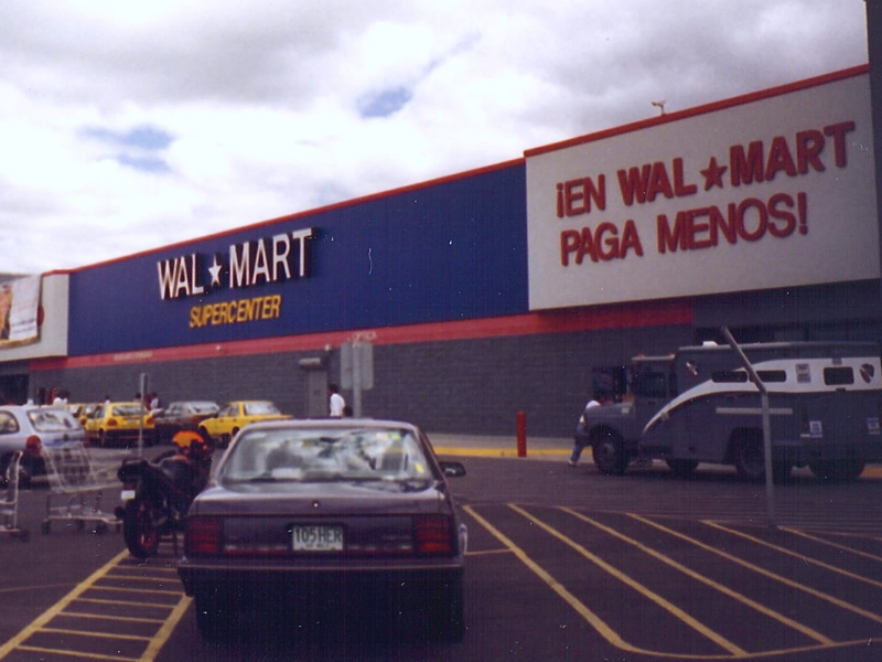 Mexican Walmart employees strike to demand wages