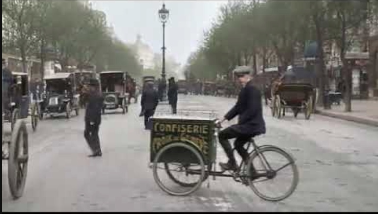 Beautiful footage of Parisian life from more than 100 years ago