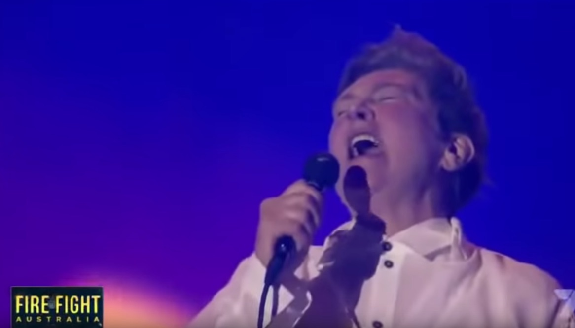 "K. D. Lang stuns the crowd at Fire Fight Australia with ""Hallelujah"""