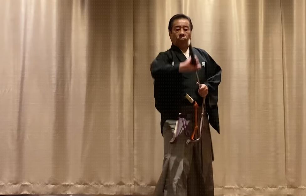Japanese sword master reviews the movies, shows how it's done